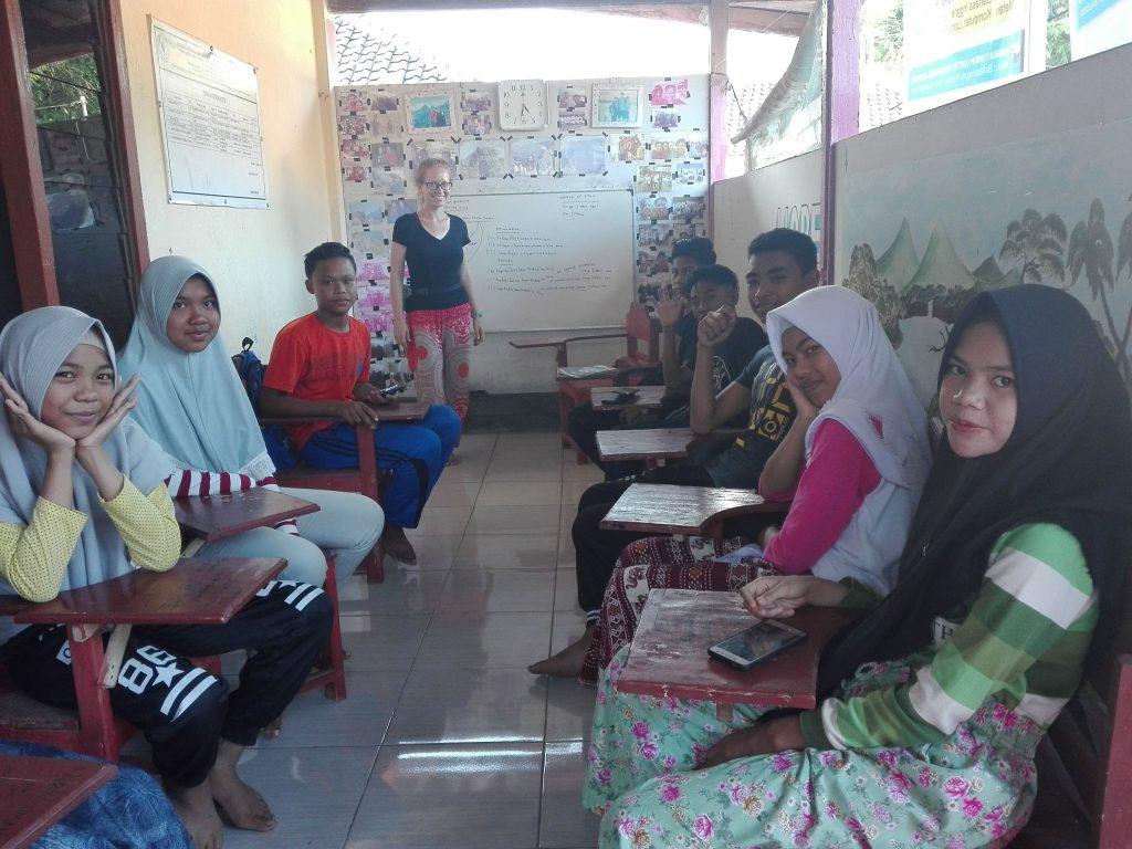 wolontariat w małej wiosce na wyspie Lombok helpx Indonezja